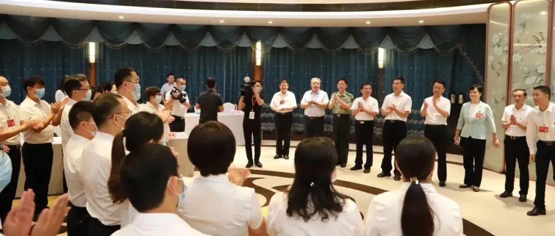 谢来发杨文斌走访看望出席九江市第十二次党代会都昌县代表团代表